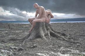 desnudos-en-un-tronco
