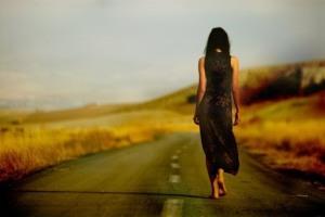 mujer-caminando