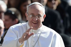 Papa-Francisco-Saludando-
